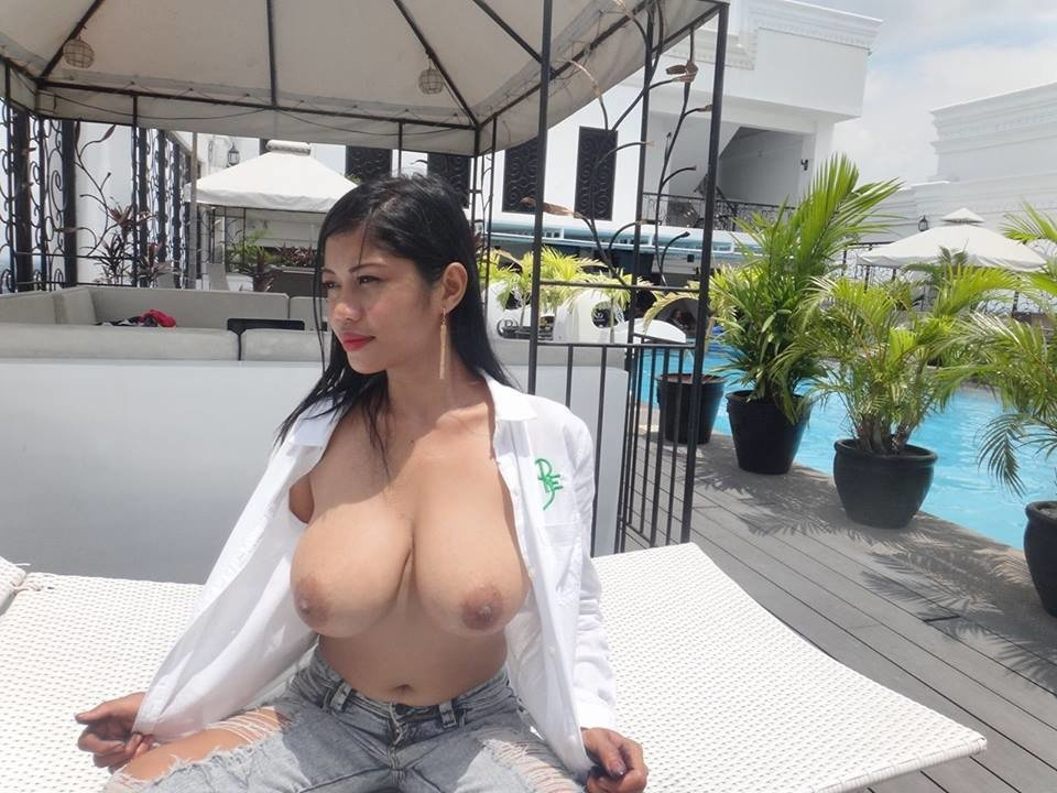 Chinese mom flashes boobs