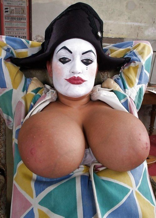 nude-woman-with-clown